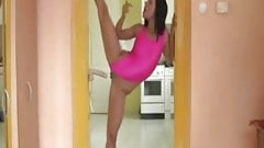 Contortionist shows her skill and masturbates