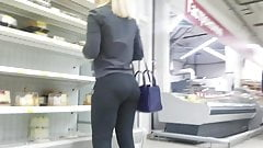Hot sexy ass in yoga pants