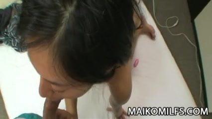 森川亮子 スレンダーな美乳美魔女の若奥さんをローターで遊んでからエロいフェラしてもらい突きまくって中出しフィニッシュ