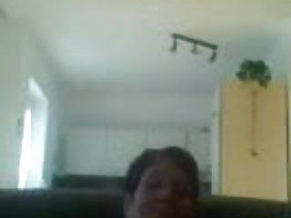 Geile Oma macht es vor der Webcam