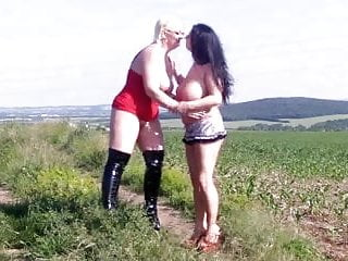 Gina White und Sascha Noir Hot Lesbians in the Nature