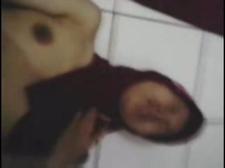 Download video bokep indonesian- cewek jilbab striptease 2 Mp4 terbaru