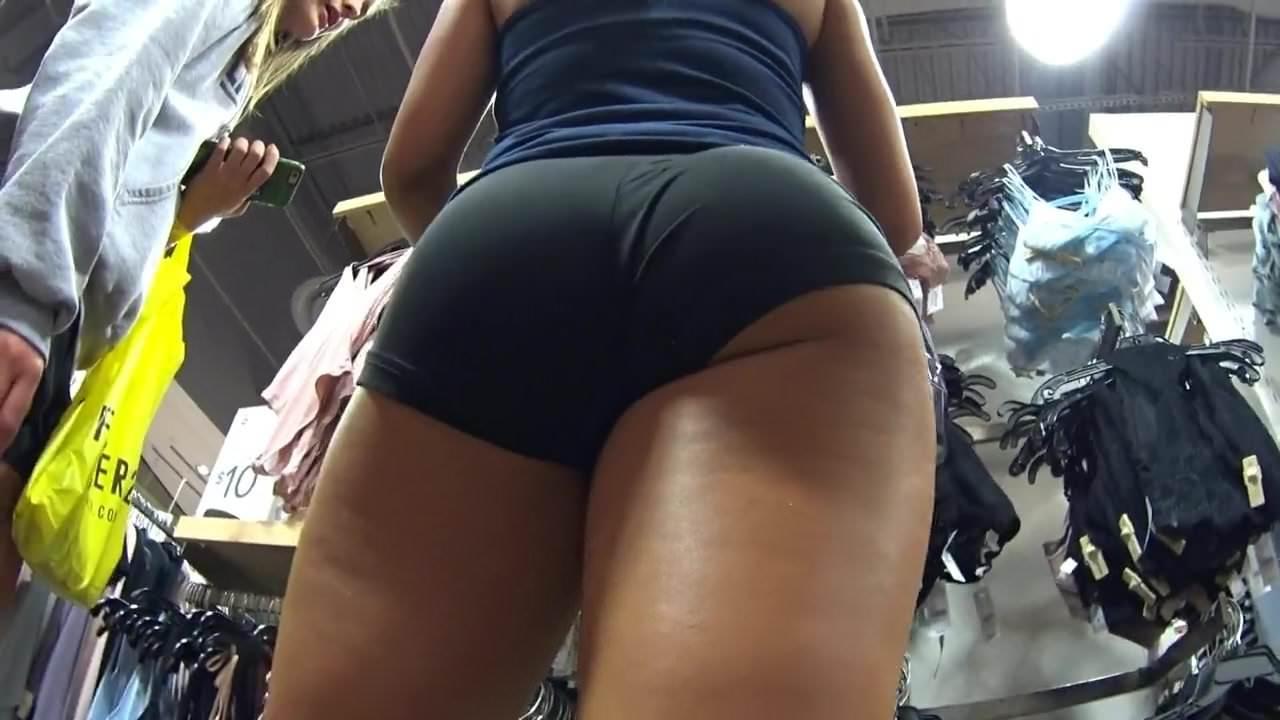 upskirt-bubble-butt-naket