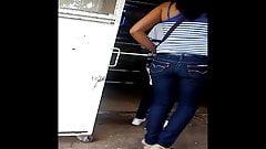 Una chava nalgona con su mama al mandado