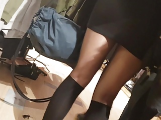 Download video bokep Shopper in shiny black pantyhose and knee stockings Mp4 terbaru