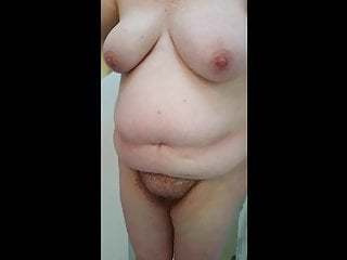 drying her bbw body, hairy pussy, big tittys.