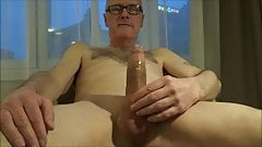 Perv Ulf Larsen wank & ejaculate in hotel