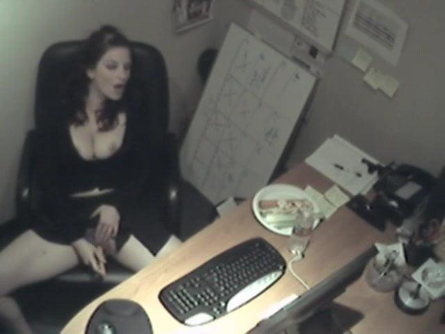 Скрытая мастурбация на рабочем месте, личные страпон фото