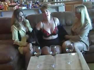 Amateur Afton And 2 Friends With Strapons