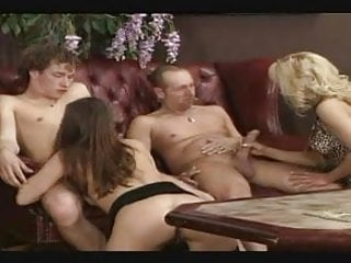Download video bokep tante ilse gangbang Mp4 terbaru