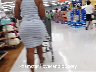 candid milf ridiculous ass in tight dress