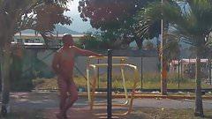 desnudo en la calle