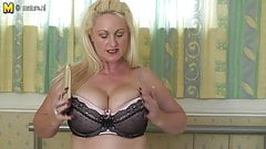 UK mature MOM with great boobs