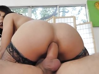Jynx gives a Sloppy Head and gets an Anal Creampie in return