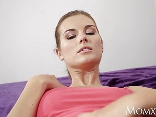 Download video bokep MOM Jenifer Jane taught pussy licking by stepmom Mp4 terbaru