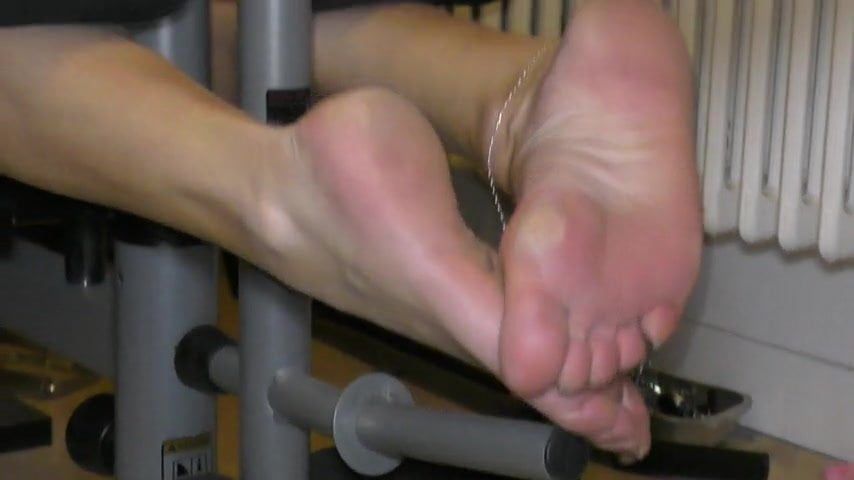 feet soles shoes sport 1