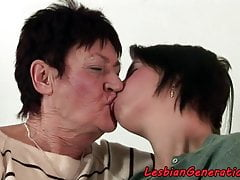 Eurobabe scissoring grandma after oral sex