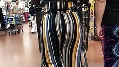 Ebony in striped pants Jiggly Booty Clap
