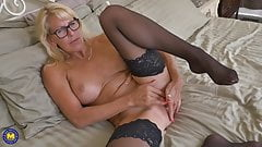 HOT mature mother with amazing body's Thumb
