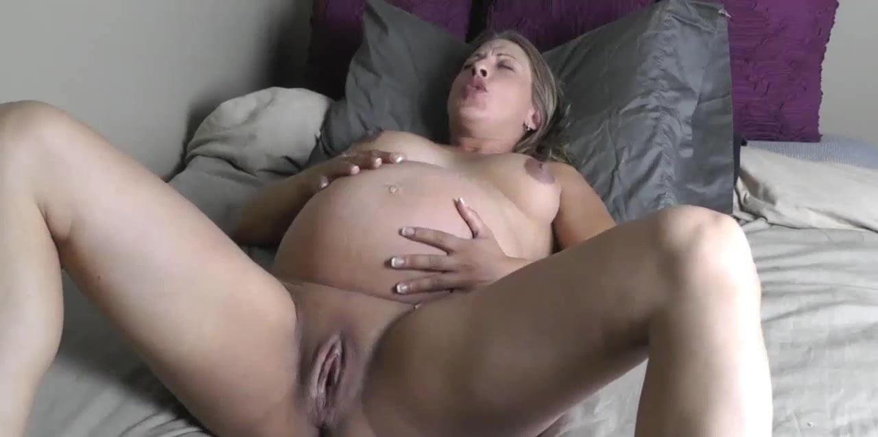 momy giving birth nude