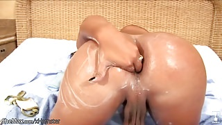 Leaked FULL movie of shemale thursting hand deep in her anal