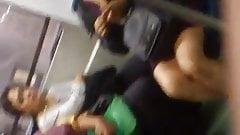 Secrtetaria flaquita en el metro