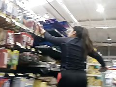 Flashing rico culito en supermercado