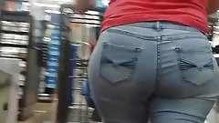 Candid Mexican milf with a meaty ass.