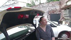 Jungspund darf MILF Taxifahrerin fuer ein kleines TG ficken