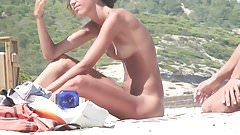 Amateur Nude Girls in Beach Showing Pussy Nipple