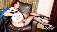 American milf Zoe stuffs her pussy with stockings
