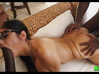 Download video bokep Mia Khalifa Interracial Threesome Mp4 terbaru