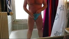 Blue ladypantie with pee and nude view