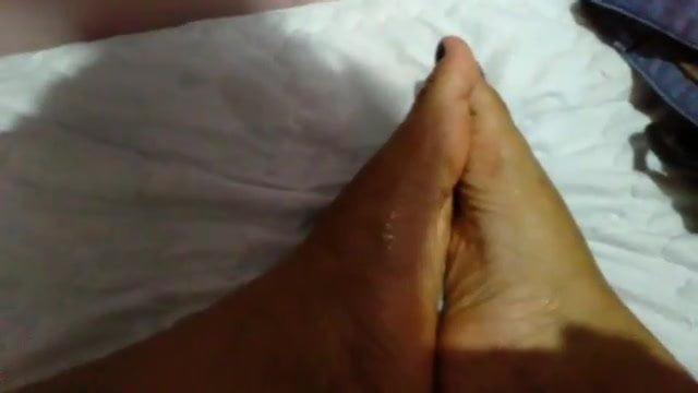 Pinay feet worshipping 1