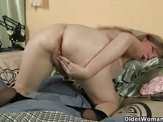 Download video bokep Pantyhose get mom's pussy hot and throbbing Mp4 terbaru