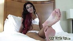 Jerk off to Enchantress Sahrye's perfect feet