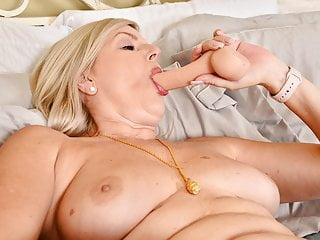 Canadian milf Velvet Skye fucks herself with a dildo