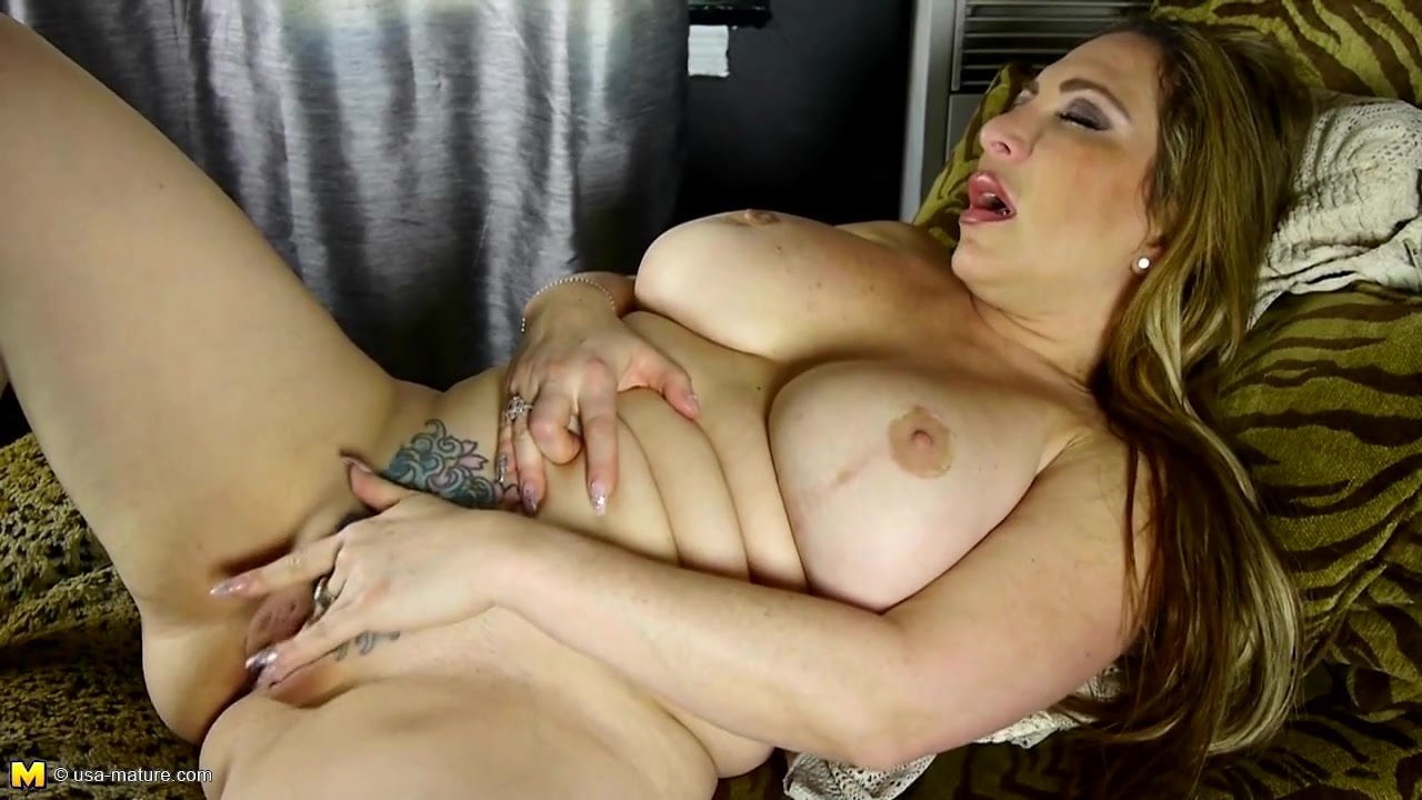 Thick-Lipped Mom With Big Ass And Big Fake Tits Hd Porn F6-5625