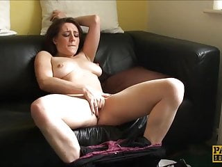 Samantha Bentley Pumps Her Cunt With Her Fingers