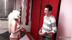 Deutsche Teen Hure ficken jungen Freier im Bordell