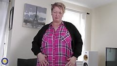 Mature BBW mom Lesley dreaming of your cock
