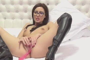 Nerdy Hot Chick Doing Pussy Masturbate on Cam