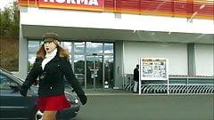 Rubberdoll Monique - Vor dem Supermarkt mit female mask