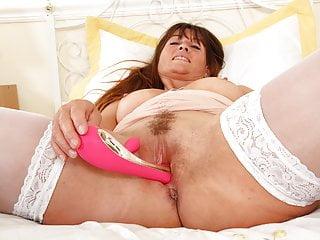 British Milf Lelani Craves That Stuffed Fanny Feeling