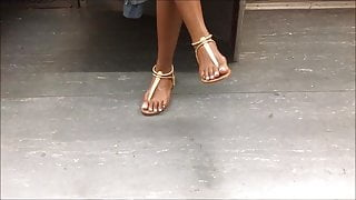 Candid Ebony teen feet on the subway
