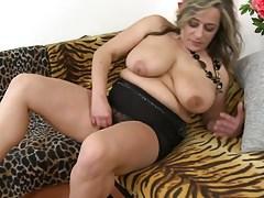 Mature sex bomb MOM with big saggy tits