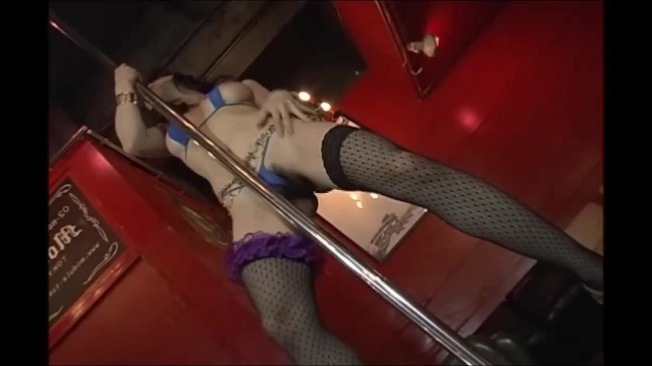 Horny Tattoo Babe Toys her Pussy