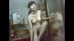 Novinha asiatica dancando