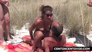 GangBang in spiaggia! Che culo Valentina CentoXCento