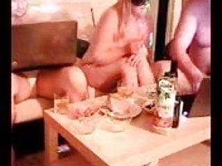 Download video bokep nese kocasi ve arkadaslariyla grup sexte Mp4 terbaru